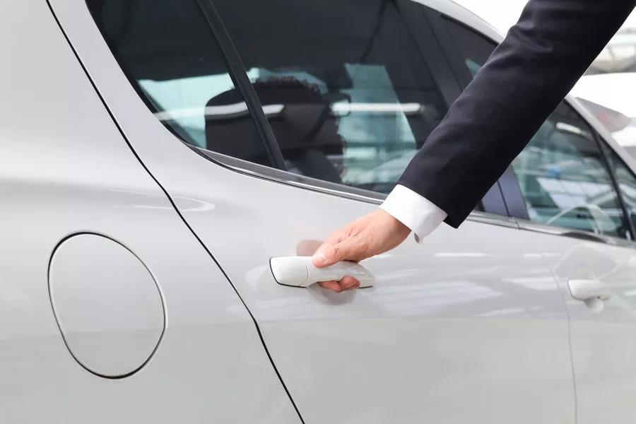 用力关门会对汽车造成什么样的伤害?郑州上门洗车为您科普